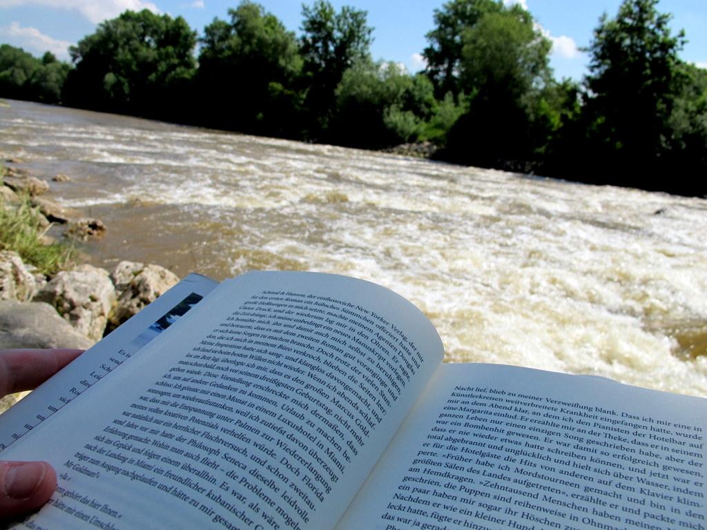Bücher – zwei Empfehlungen und eine halbe