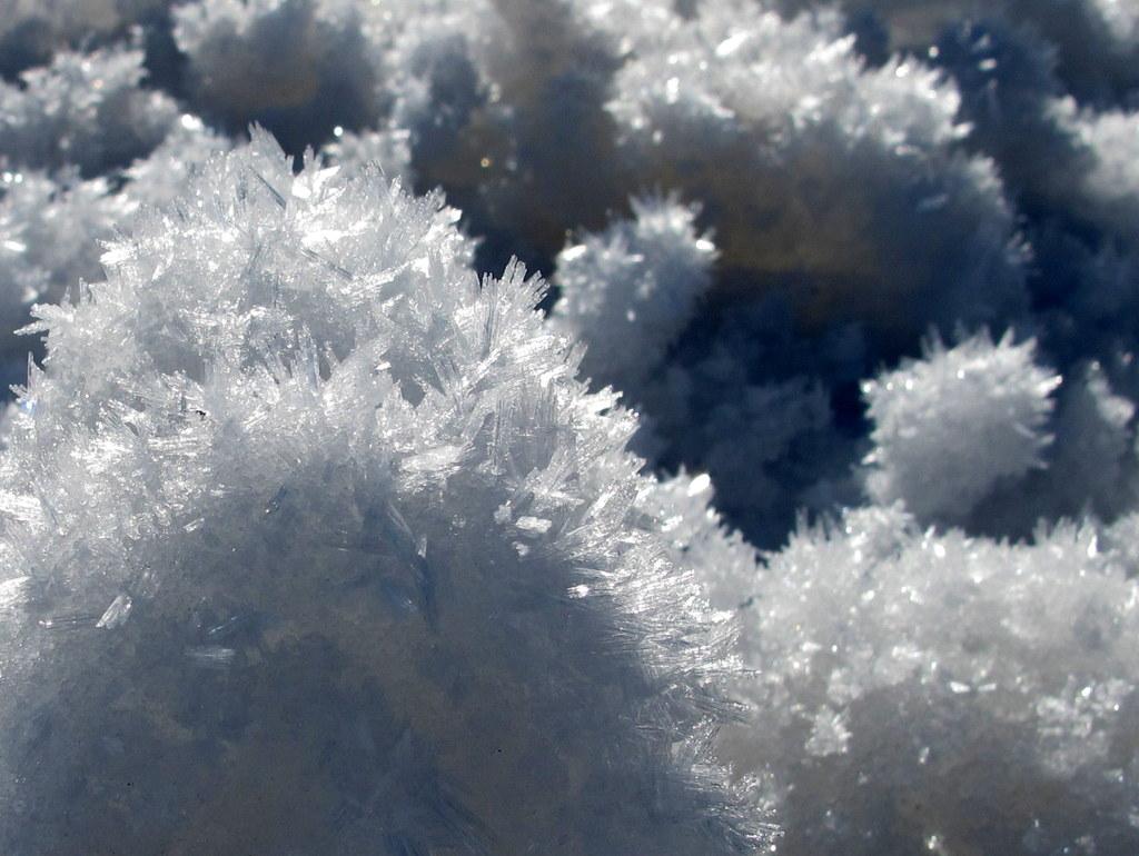 Klitzernde Schneekristalle