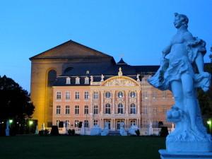 Basilika und Kurfürstliches Palais, Trier zur Blauen Stunde