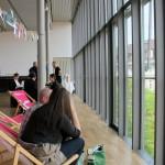 Die von den Kulturkonsorten gesponserten Liegestühle ...mit Blick ;-)