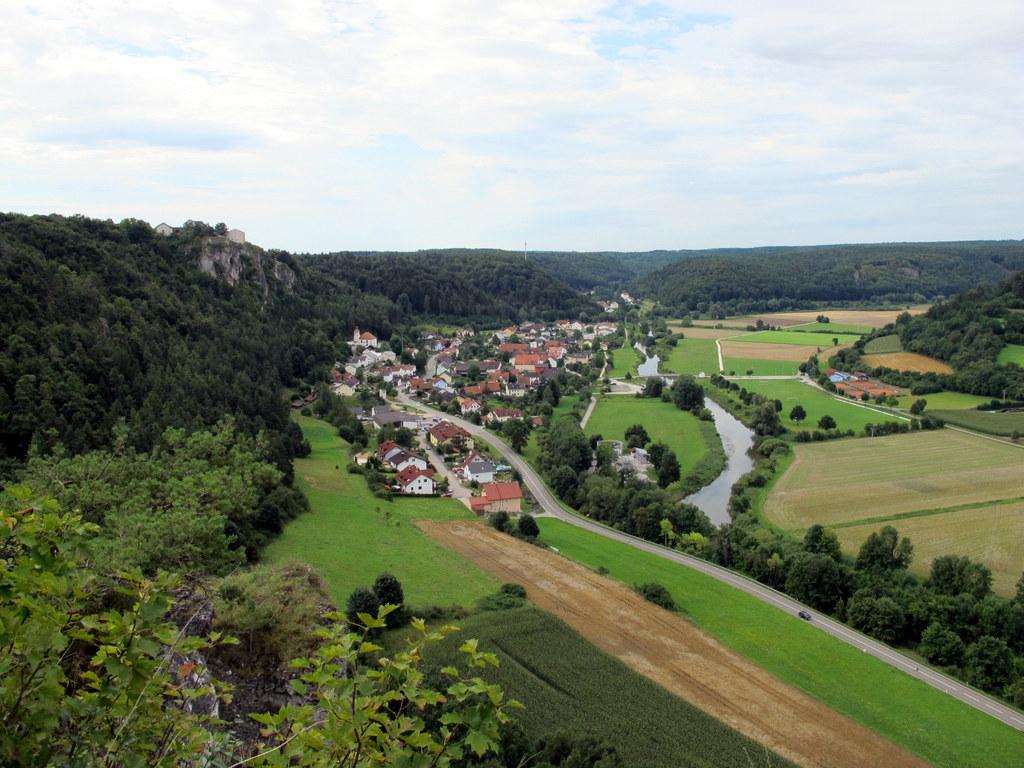 Blick zurück auf Arnsberg mit Burg