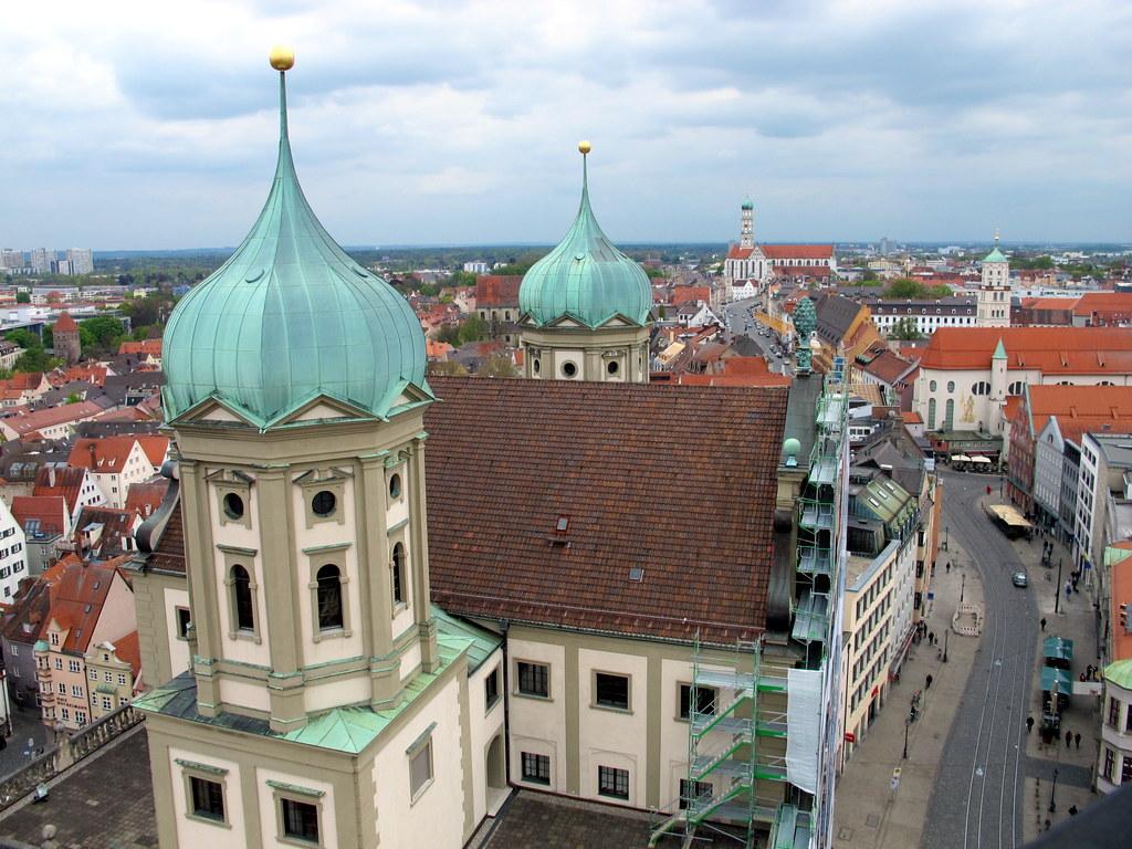 Blick gen Süden auf Rathaus, Maximilianstraße und St.Ulrich