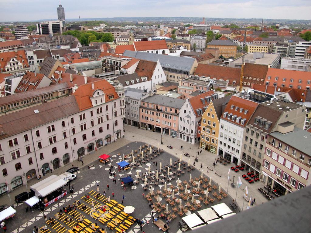 Nach Westen über den Rathausplatz