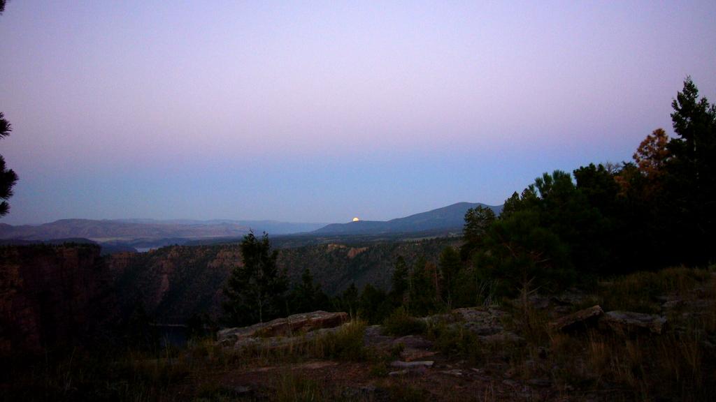 Der Vollmont geht auf über dem Red Canyon in Wyoming