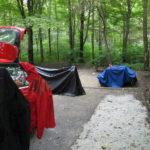 Auch das gehört zum Campen: nach einer Regennacht die Zelte trocknen.