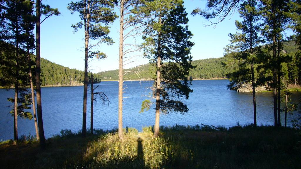 Der wunderschöne Blick am Sheridan Lake Campground entschädigt ein bisschen für die biterkalte Nacht und die hohen Preise dort