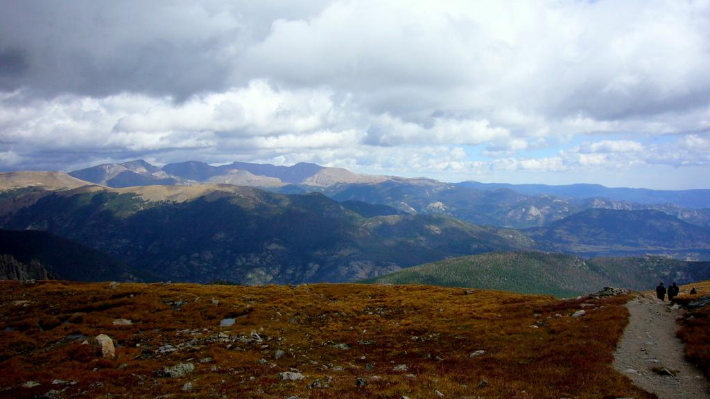 Blick auf den Rocky Mountain NP vom ca. 3800m hohen Flattop Mountain