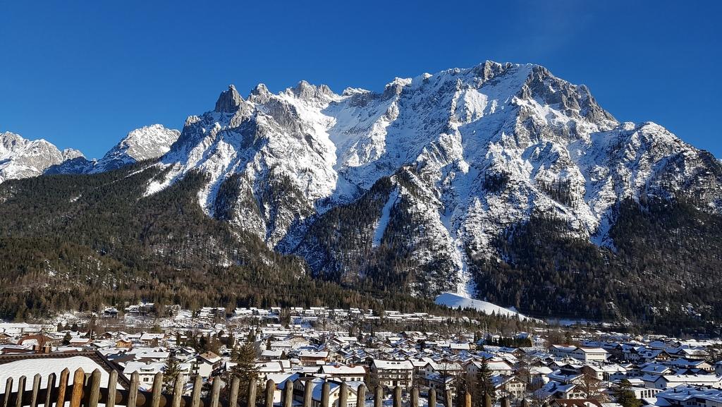 Blick auf Mittenwald mit Karwendel