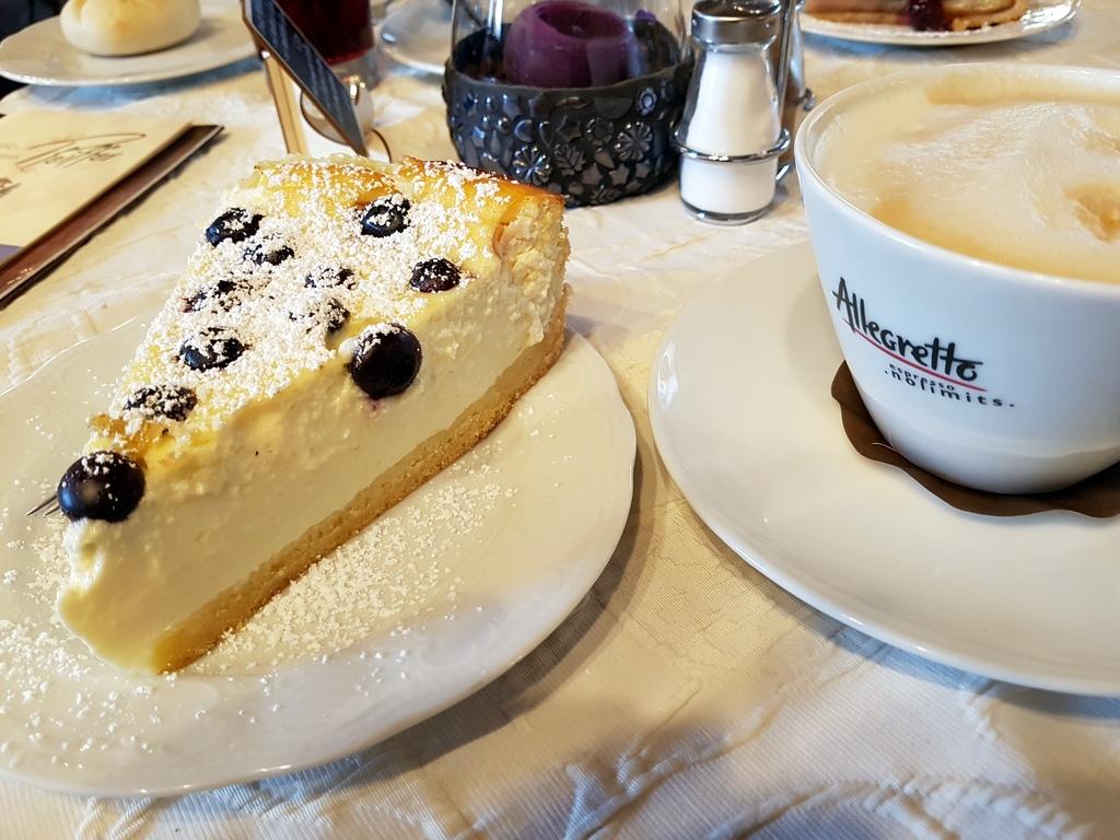 Kuchen im Cafe Pfeiffer Krün