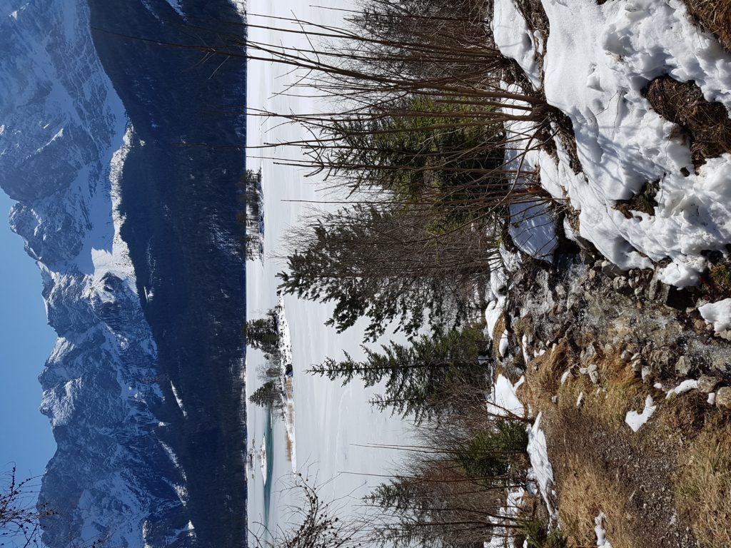 Eibsee im Winter mit Blick auf Zugspitze